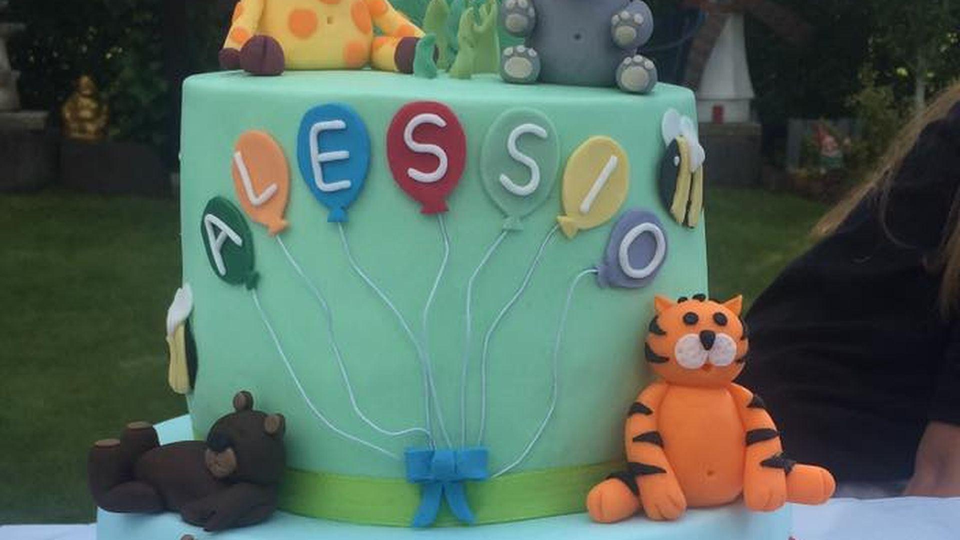 Alessio Lombardis 1 Geburtstag Riesen Torte Fur Mini Mann