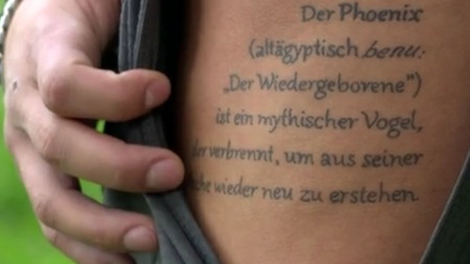 Tiefgründig Ardian Bujupi Erklärt Seine Tattoos Promiflash De