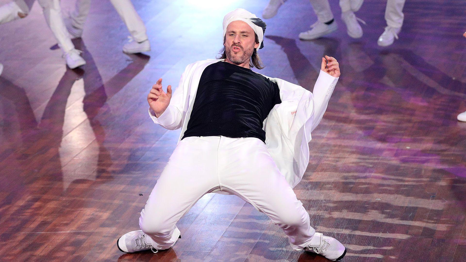 Chakal LetS Dance