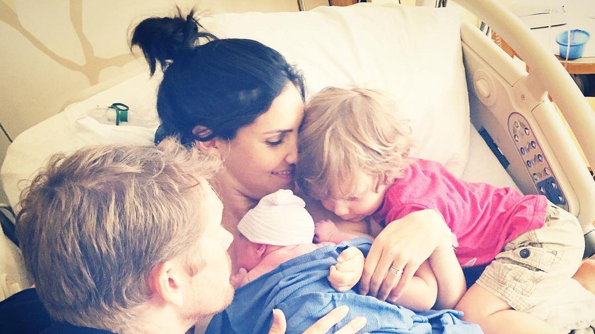 Baby alarm navy cis star hat ihr 2 kind bekommen promiflash voltagebd Images