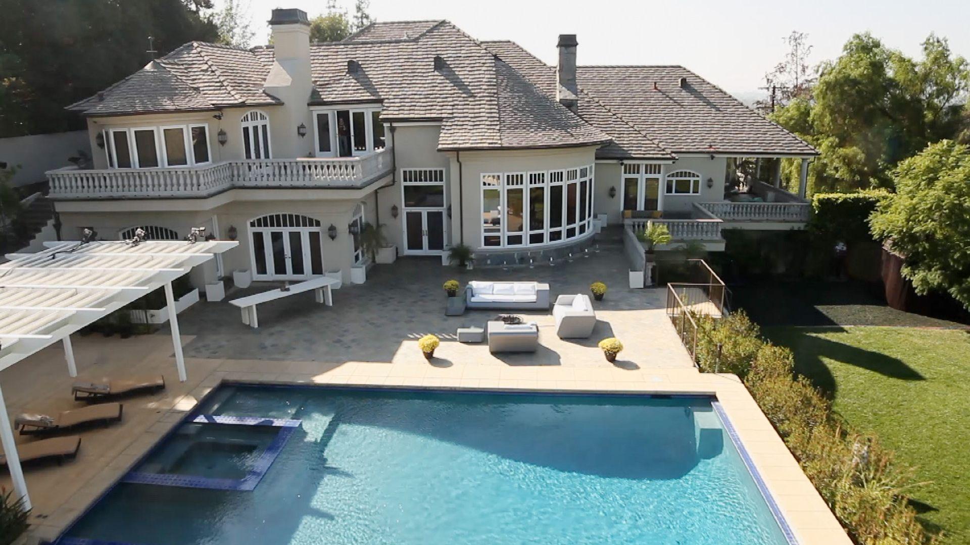 die bachelor villa luxuri ses leben f r oliver. Black Bedroom Furniture Sets. Home Design Ideas