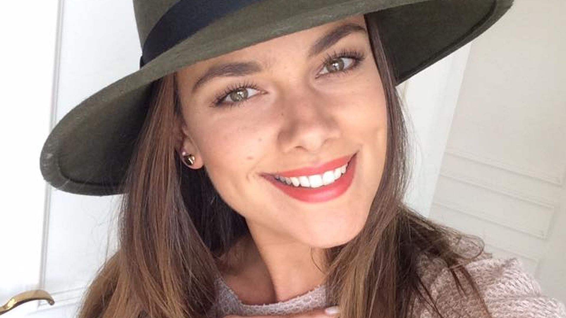 Hut Steht Ihr Gut: Janina Uhse Läutet Stylish Den Herbst