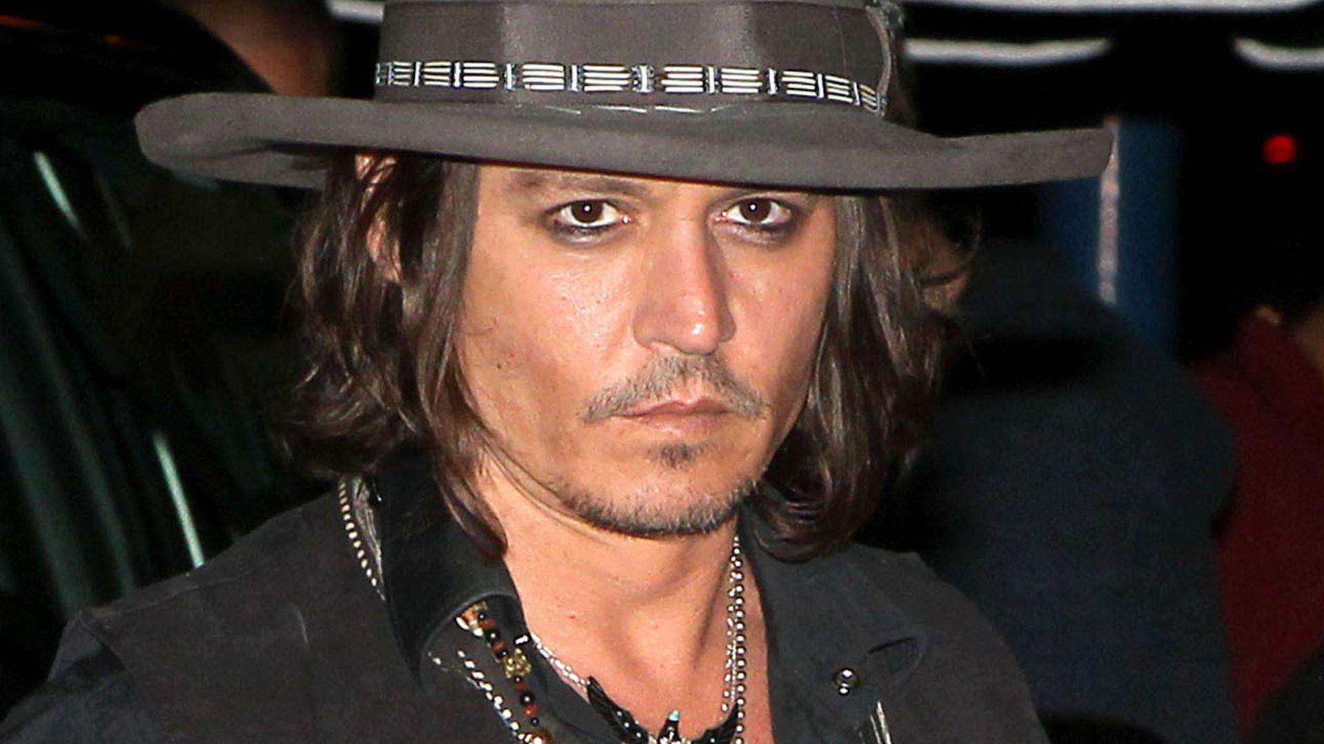 Johnny Depp: Unter 20 Millionen geht nichts! | Promiflash.de Johnny Depp/newspaper Articles