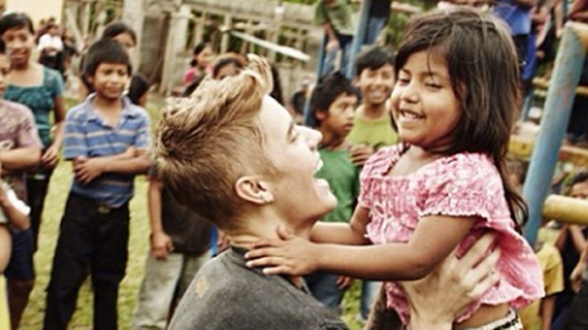 Papa Wunsch Justin Bieber Auf Kids Kuschelkurs Promiflashde