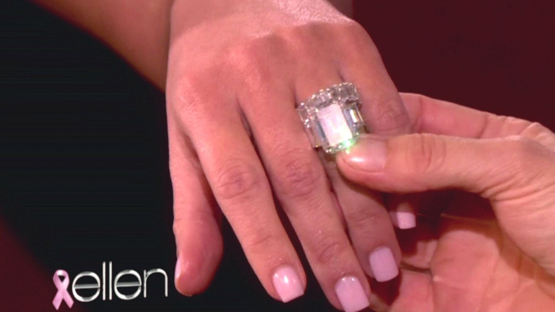 Kim Kardashian: Schon wieder Hochzeit? | Promiflash.de