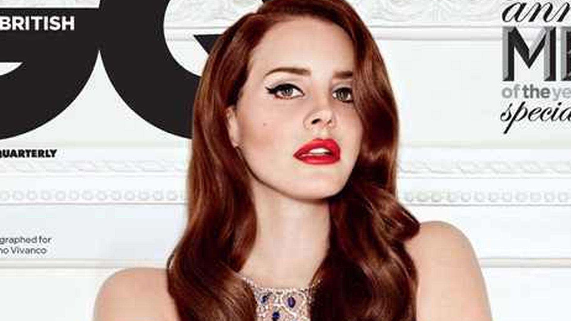 Wow! Lana Del Rey beeindruckt vollkommen nackt | Promiflash.de