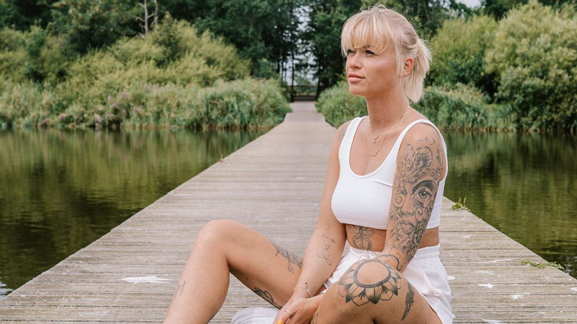 Nackt  Mandy-Kay Bart Manday Kay