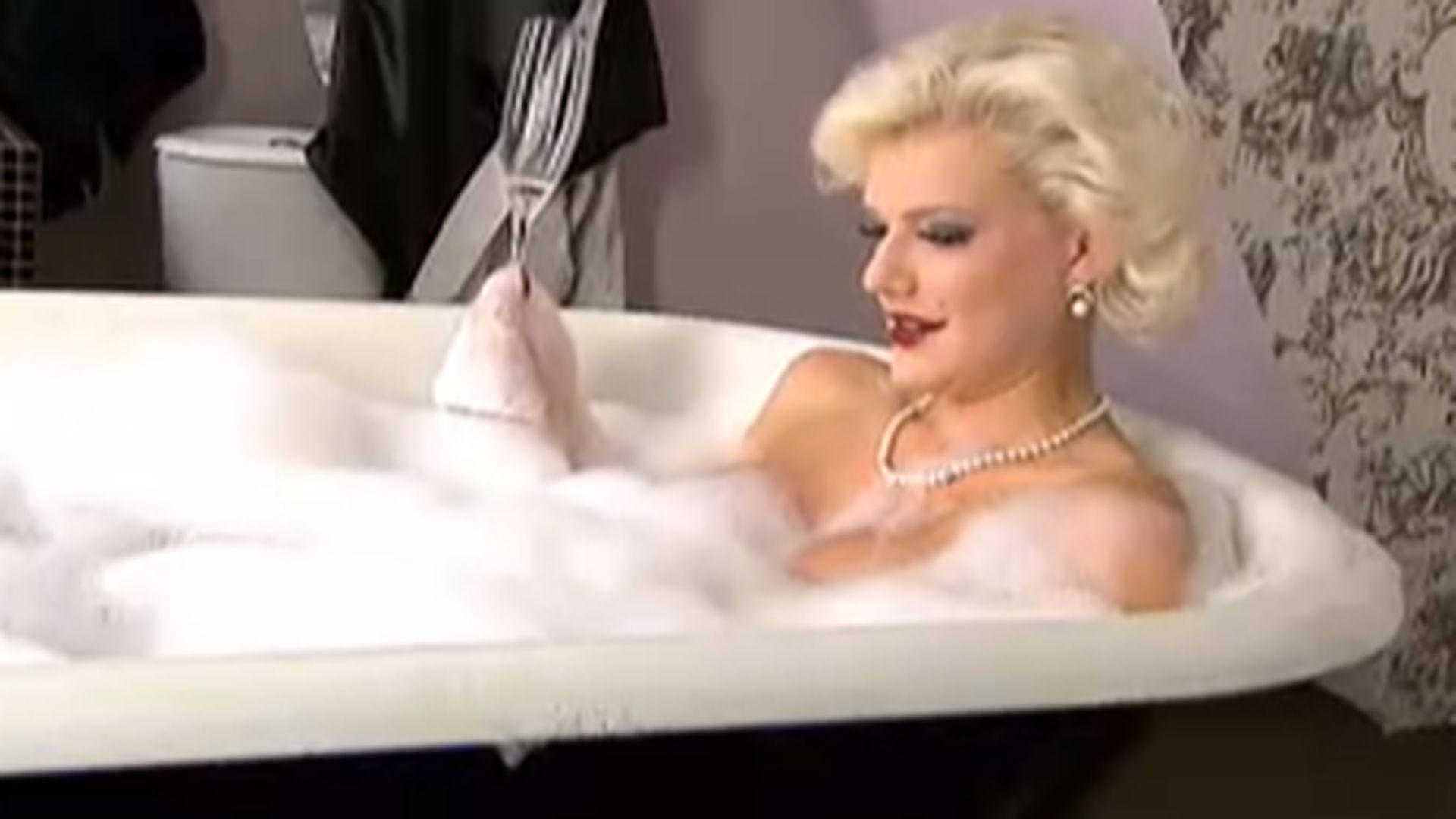 titten in die badewanne