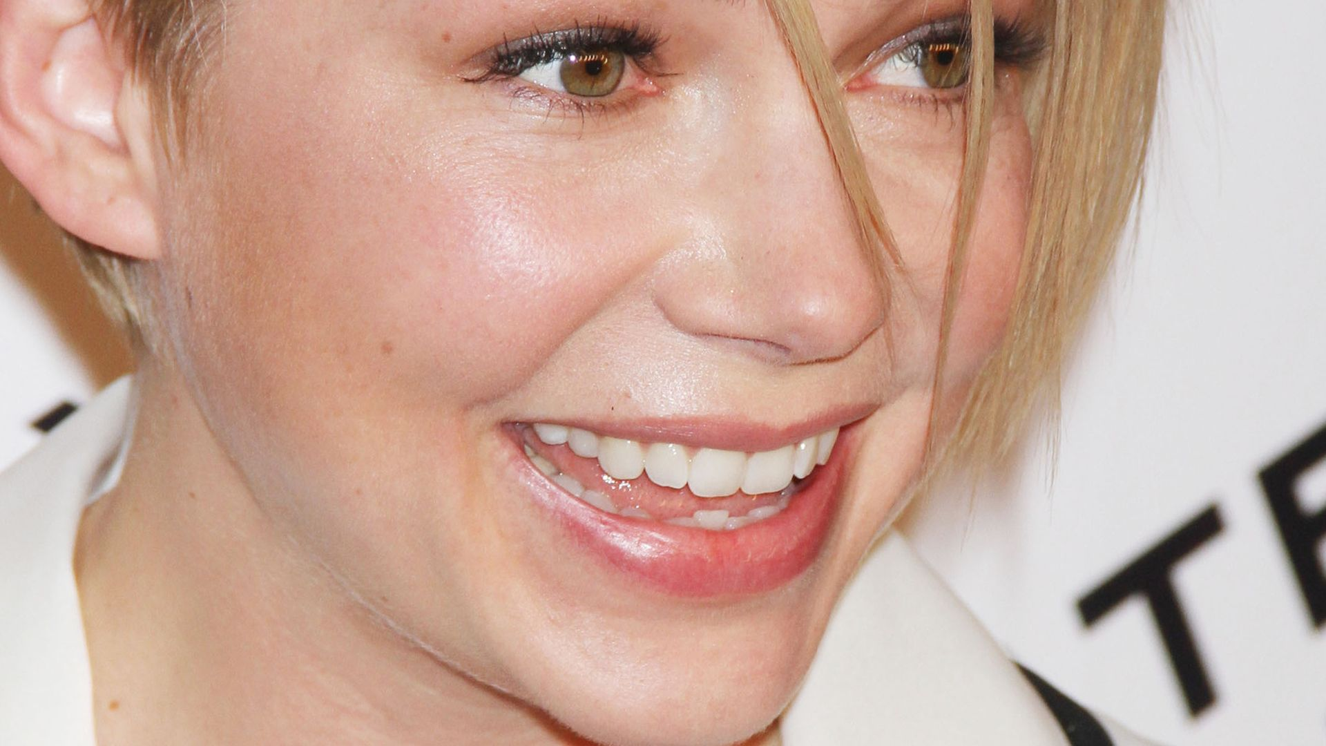 Neuer Look Michelle Williams mit coolem Side Cut