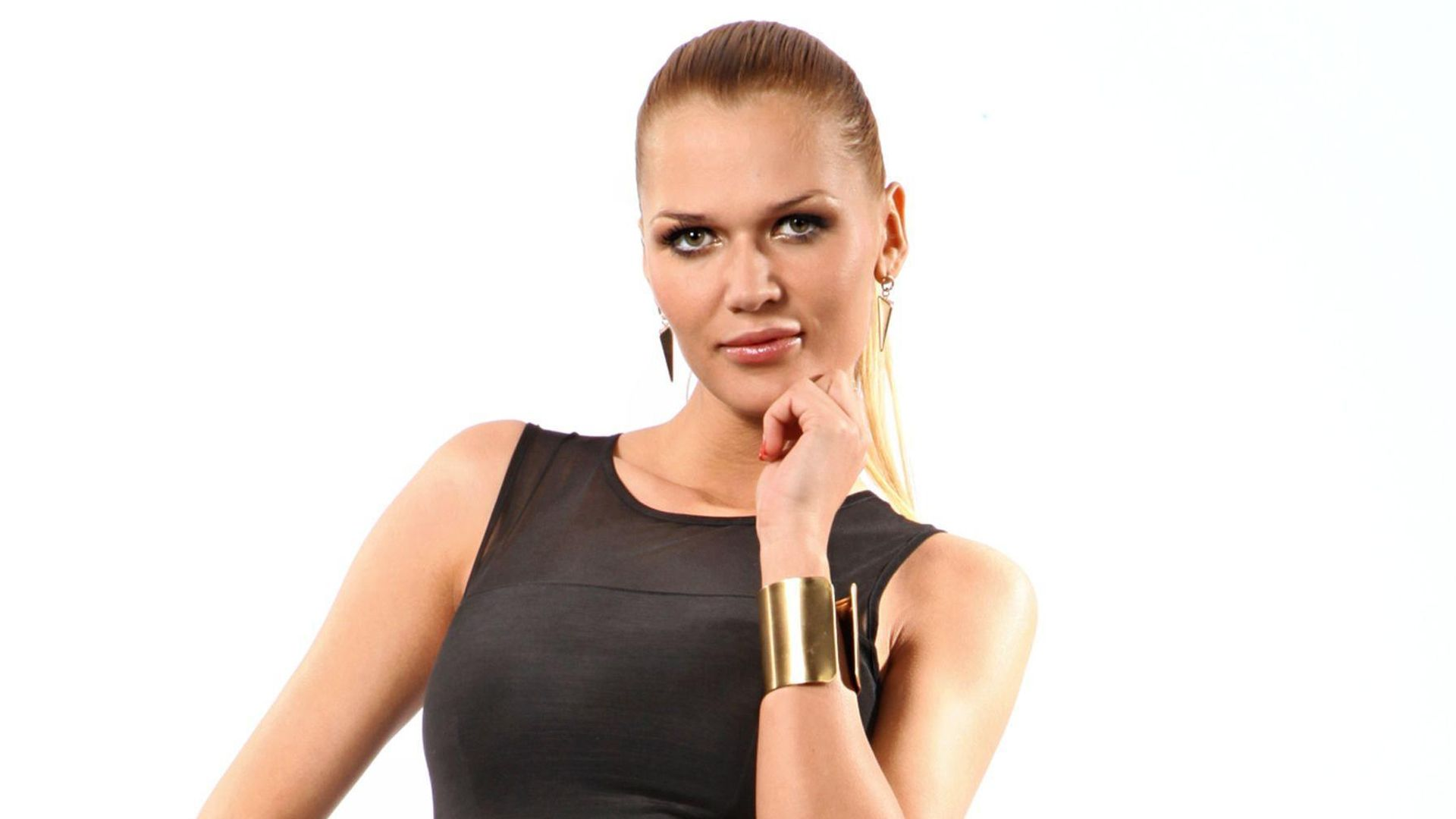 Playboy kulka. 🐈 SARA KULKA NACKT IM PLAYBOY Porn Pictures