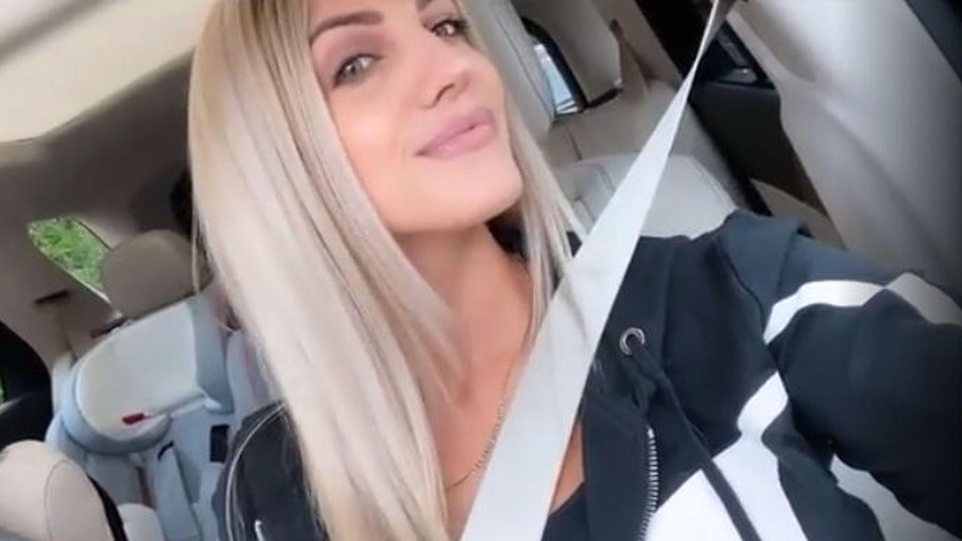 madchen ankleideraum selfie