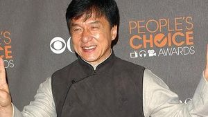 Video: Hat Jackie Chan Talent für Musicals?