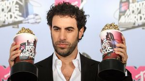 Sacha Baron Cohen, Isla Fisher und Borat