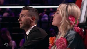 Adam Levine und Miley Cyrus in der elften Staffel von The Voice