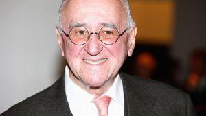 Mit altbekannter Brille: Alfred Biolek wurde eingeäschert