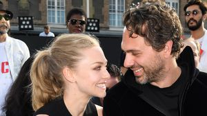 "Amanda Seyfried und Thomas Sadoski bei der ""Givenchy Menswear Spring/Summer 2017""-Show in Paris"