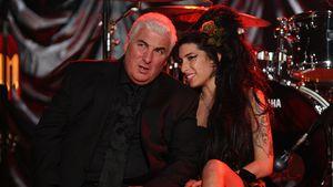 Zehnter Todestag: Amy Winehouse' Papa weint an ihrem Grab