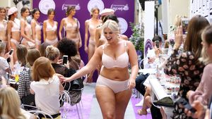 Dessous-Walk nicht einfach für Curvy-Model Angelina Kirsch