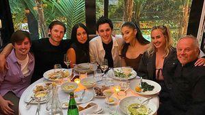 Beim Dinner mit Freunden: Ariana Grande und Dalton turteln