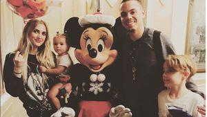 Ashlee Simpson und Evan Ross mit Kindern im Disneyland