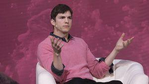 Ashton Kutcher bei einer Diskussion in Los Angeles