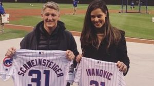 Beim Baseball: Ana Ivanovic & Schweini happy in Chicago!
