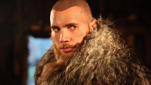 Heißer Wikinger: Bela Klentze trägt plötzlich eine Glatze!