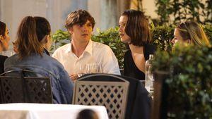 Bella Hadid mit Begleitung in einem Restaurant in Rom