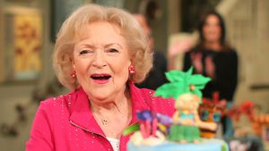 "Betty White am Set von ""Hot in Cleveland"" in Studio City"
