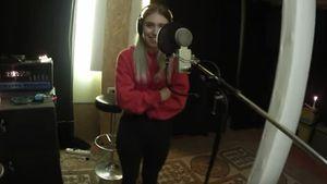 Bibi Heinicke im Tonstudio