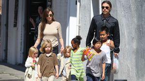 Brad Pitt and Angelina Jolie mit ihren sechs Kindern in Los Angeles