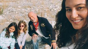 Selten! Bruce Willis' Frau Emma teilt süßes Knutsch-Bild
