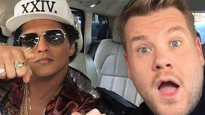 "Sänger Bruno Mars und Moderator James Corden während ""Carpool Karaoke"""