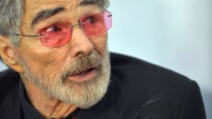 Schamhaar-Alarm: Burt Reynolds bekam crazy Fangeschenk!