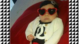 Wie eine Puppe: Coco stylt ihre Tochter (3 Monate)