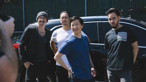 "Chester Bennington (†): ""Carpool Karaoke""-Clip rührt Fans!"