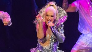 Christina Aguilera verzaubert Dublin im heißen Glitzer-Anzug