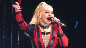 Im Bondage-Look: Christina Aguilera verrucht auf der Bühne