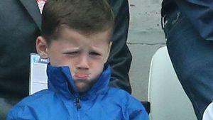 Schmoll-Mund! Kicker-Sohn Kai Rooney total traurig