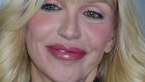 Neue Nase: Courtney Love erklärt ihre Beauty-OP