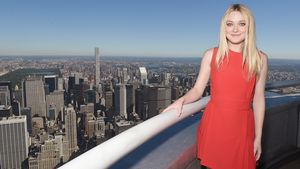 Dakota Fanning über den Dächern von New York