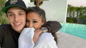 "Ariana Grande noch immer ""Hals über Kopf"" in Dalton verliebt"