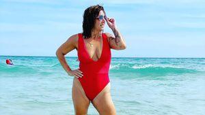 Schon wieder: Daniela Büchner zeigt sich sexy im Badeanzug!