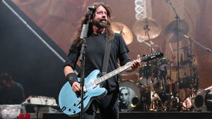Pik As: Dave Grohl widmet Lemmy Kilmister (✝70) neues Tattoo