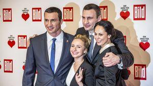 Die Klitschko-Brüder und ihre Frauen bei einer Gala