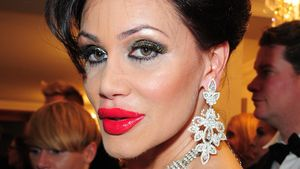 Botox vor dem Nackt-Flirten: Djamila Rowe beim Beauty-Doc!