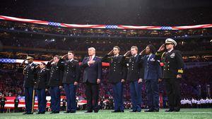 Peinlich! Kann Donald Trump die amerikanische Hymne nicht?