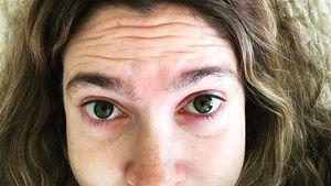 Graue Haare & ungezupfte Brauen: Drew Barrymore ist's egal