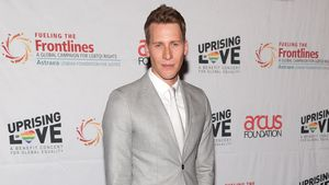 Dustin Lance Black bei einem Benefizkonzert in New York