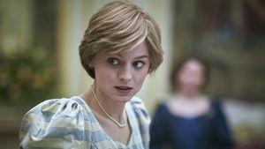 """Warnhinweis für """"The Crown"""" benötigt? Das sagt Emma Corrin"""